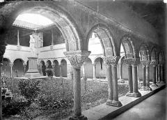 Cathédrale Notre-Dame de la Sède - Cloître : Vue d'ensemble