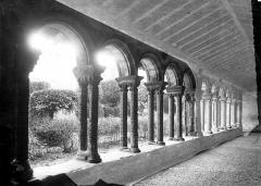 Ancienne abbaye de Saint-Papoul - Vue intérieure d'une galerie