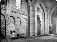 Eglise Saint-Yrieix - Vue intérieure de la nef et du transept
