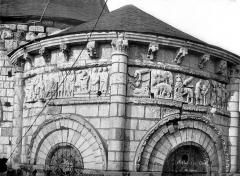 Eglise Notre-Dame la Blanche - Abside : Frise sculptée et corbeaux