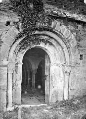 Abbaye de Serrabona - Eglise : Porte du narthex, côté nord