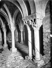 Abbaye de Serrabona - Eglise : Vue intérieure du narthex