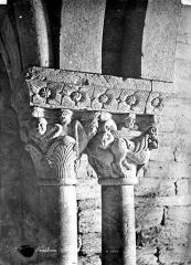 Abbaye de Serrabona - Eglise : Chapiteaux du narthex