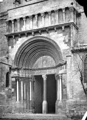Eglise Sainte-Marthe - Portail de la façade sud