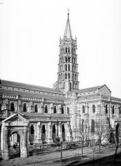 Eglise Saint-Sernin - Façade sud, clocher et transept