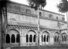 Ancienne cathédrale et cloître - Façade nord de l'église et cloître