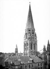 Ancienne abbaye de la Trinité - Eglise : Clocher et sa flèche