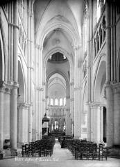 Eglise Saint-Nicolas-Saint-Lomer - Vue intérieure de la nef vers le choeur