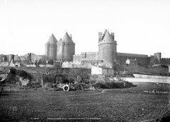 Cité de Carcassonne - Vue d'ensemble : Tour Narbonnaise, tour du Trésau, châtelet