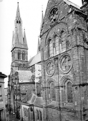 Eglise Notre-Dame-en-Vaux et son cloître - Façade sud : Clocher et transept
