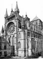 Ancienne cathédrale, actuellement église Notre-Dame, et cloître - Angle nord-est