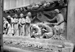 Eglise Saint-Nicolas - Bas-relief du choeur (partie droite) : Les Saintes Femmes au Tombeau