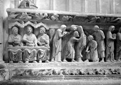 Eglise Saint-Nicolas - Bas-relief du choeur (partie gauche) : La Bénédiction du pain