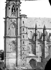 Eglise abbatiale Notre-Dame - Façade sud : Clocher