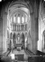Eglise de Norrey-en-Bessin - Vue intérieure du chœur