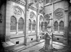 Cathédrale Notre-Dame - Cour du Chapître