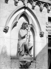 Maison dite des Ménétriers ou des Musiciens - Statue sur la façade : Joueur de harpe