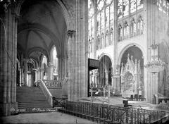Basilique Saint-Denis - Vue intérieure du déambulatoire côté nord et du choeur
