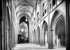 Ancienne cathédrale Saint-Paul-Aurélien - Vue intérieure de la nef, vers le sud-est