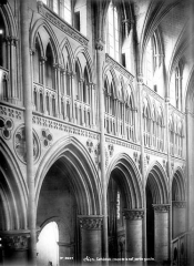 Cathédrale Notre-Dame - Vue intérieure de la nef, côté nord