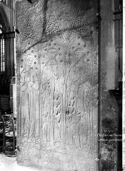 Cathédrale Saint-Etienne - Pierre tombale à effigie gravée