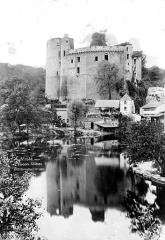 Château de Clisson - Vue d'ensemble prise du viaduc