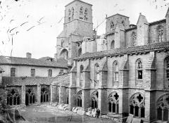 Ancienne abbaye de la Chaise-Dieu - Cloître : Vue d'ensemble vers le nord-ouest
