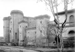 Château du Roi René - Ensemble sud-est, du côté de la ville