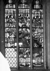 Eglise Saint-Germain - Vitrail du transept sud : Jésus portant la croix