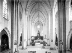 Ancienne abbaye royale Notre-Dame - Eglise : Vue intérieure de la nef vers le choeur