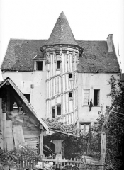 Maison dite de la Reine Berthe - Vue d'ensemble avec la tourelle d'escalier