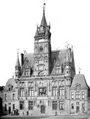 Hôtel de ville - Vue d'ensemble sur la place