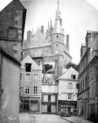 Ancien château, actuellement Musée international de la Chasse - Vue prise côté ville
