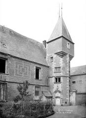 Ancien château, actuellement Musée international de la Chasse - Tourelle