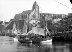 Eglise Saint-Jacques - Vue générale prise du port