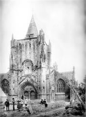 Eglise Saint-Nonna - Ensemble ouest : Tour de Saint-Guénolé