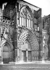 Ancienne abbaye, actuellement hôtel de ville - Eglise : Portail de la façade ouest