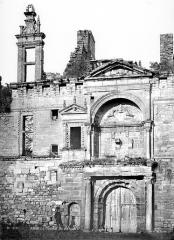 Château - Façade extérieure : Grand portail
