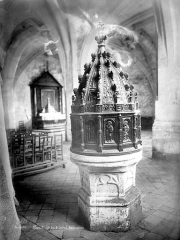 Eglise (église Saint-Pierre et collégiale Saint-Michel réunies) - Fonts baptismaux en bois