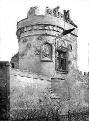 Maison dite des Gens d'Armes - Tour vue depuis la route