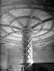 Château de Saint-Ouen - Couronnement intérieur de l'escalier