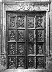 Cathédrale Saint-Léonce, baptistère et cloître - Porte en bois sculpté