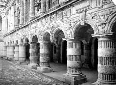 Hôtel de ville - Cour intérieure : Galerie d'arcades du rez-de-chaussée