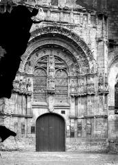 Eglise Saint-Pierre - Portail de la façade ouest