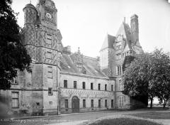 Château, actuellement musée agricole - Façade sur cour