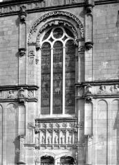 Eglise paroissiale Saint-Jean-Baptiste - Façade ouest : Grande fenêtre surmontant le portail
