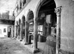 Maison dite de François Ier ou hôtel Toutin - Cour intérieure : Galerie d'arcades du rez-de-chaussée