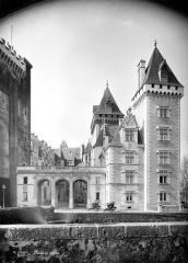 Domaine national du château de Pau ou château Henri IV - Vue d'ensemble, du côté de l'entrée