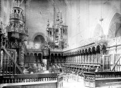 Ancienne cathédrale Notre-Dame - Vue intérieure du chœur : Stalles et orgues