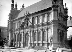 Eglise Notre-Dame - Ossuaire : Façade principale